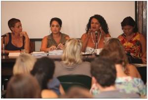 Na mesa, à esquerda, Sonia Corrêa, co-coordenadora do SPW